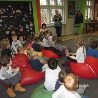 Wycieczka przedszkolaków do biblioteki gr VI